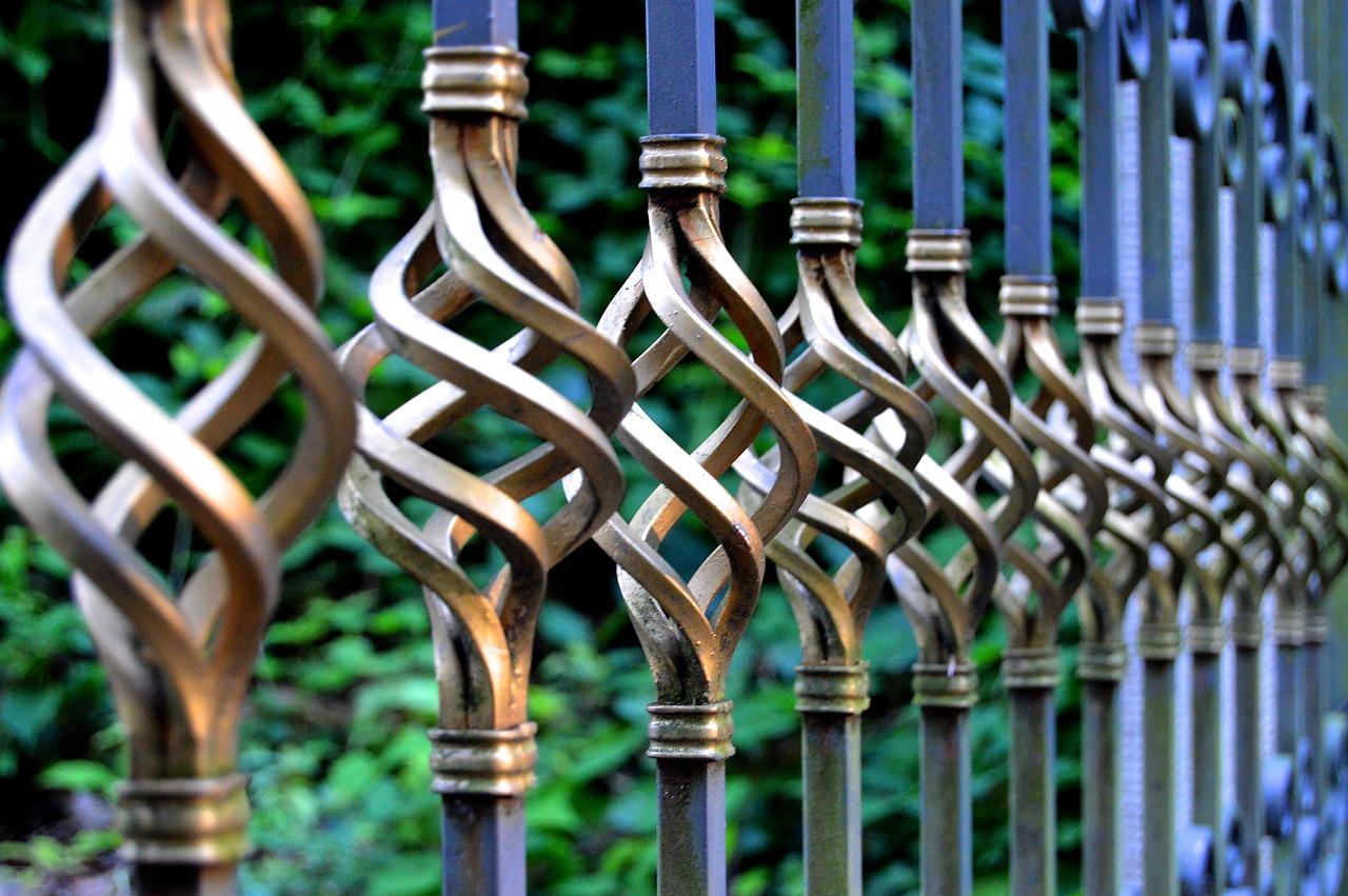 Elementy balustrad wykonane ze stali