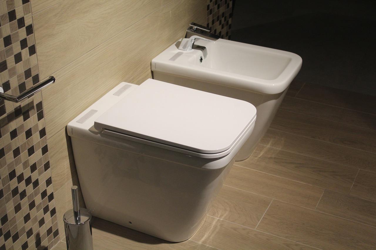 Pojemniki na papier toaletowy - jaki wybrać?